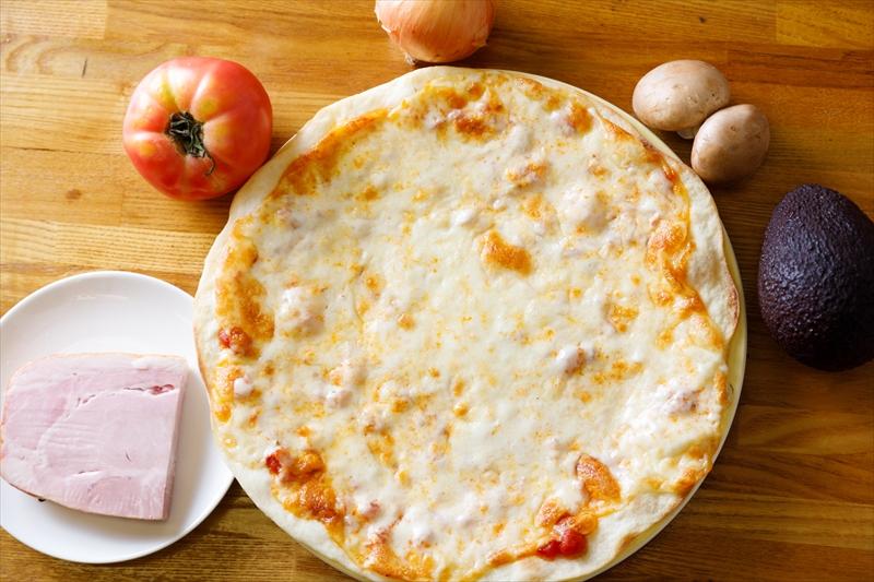 トマトソースのチーズピザ