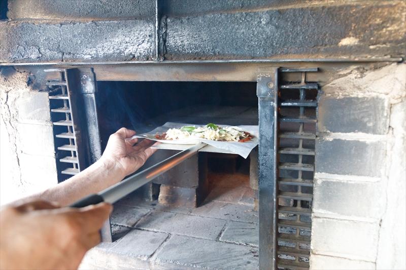 瀬戸内市邑久町の窯焼きピザ やきや