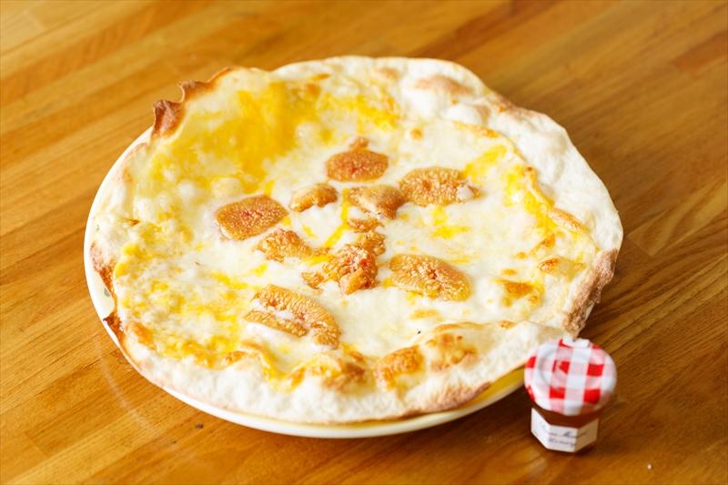 4種のミックスチーズピザ
